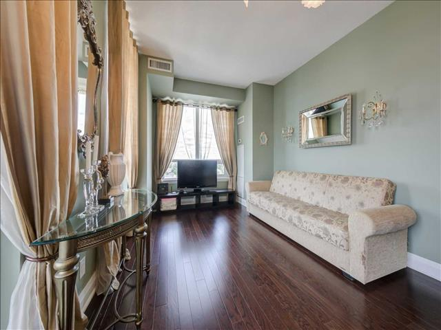 520 Steeles Ave W